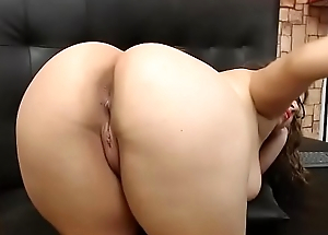 Hot amateur showing delicious obese booty
