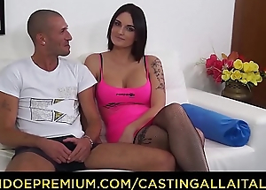 Squint ALLA ITALIANA - French tyro Marie Clarence enjoys dirty anal casting