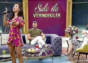 Turkish celebrity TuÄŸba Yurt Mini Upskirt