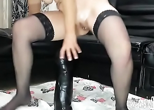 Sarahs giant dildo fucking orgasms