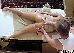 Fooled babe nails masseur