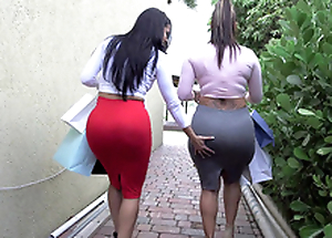 Duo big ass bitches Savoury J and Diamond Kitty got in the air from shopping