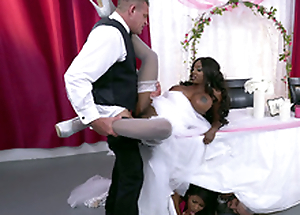 Mature clouded bride Diamond Jackson acquiring screwed exceeding a table