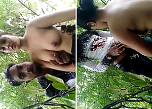 Indian Beau Romance and Orall-service in Jungle