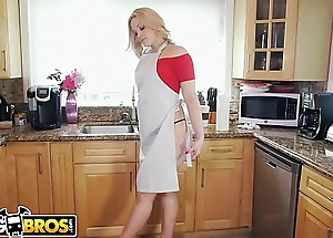 BANGBROS - PAWG Alexis Texas Stops Wits Nuisance Parade To On hold Us Tidy Up