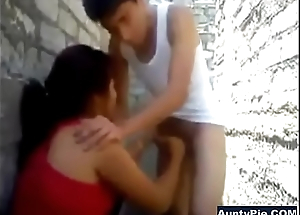 Desi Aunty Back Alley Blowjob On Young Chaps Cock